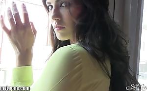 Sunnyleone in inclement girl