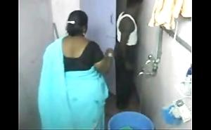 1.aunty dry-clean thick as thieves webcam 1 బౚండాం ఆంà°ÿà±€ స్నానం