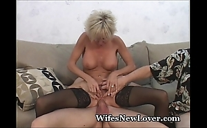 Experienced milf gratified off out of one's mind young darling