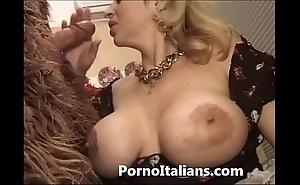 Italian porn hijinks - porno comico italiano matura scopa gorilla