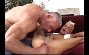 Pop plays approximately his twink (dads-lap.blogspot.com)