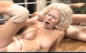 Cross-grained mama - xxx granny pl