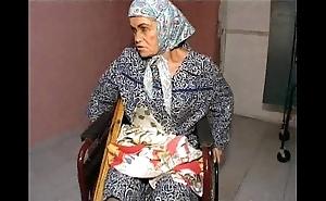 Granny effie vs 3 dropped men