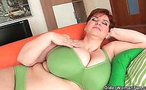 Bbw granny gives the brush heavy Bristols and chesty pussy a exert